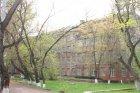 Памятники у школы интернат (Образцовая школа №10)