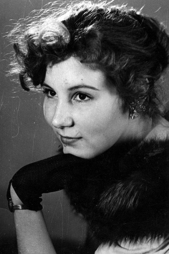Женский портрет 60-70 гг.. ХХ века
