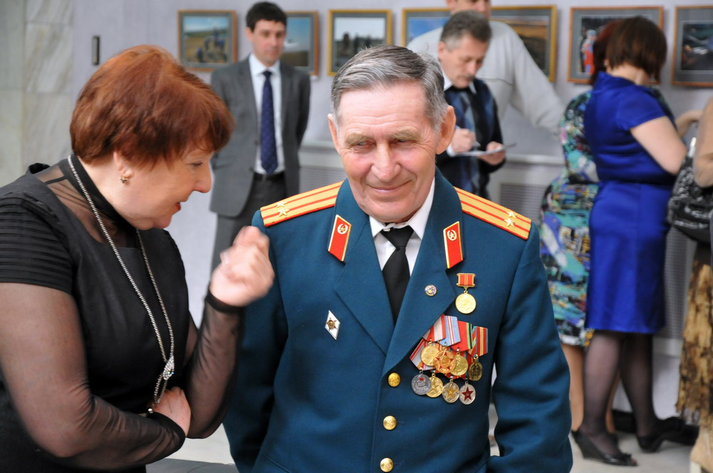 Открытие фотовыставки в облдуме к 50-летию полета Гагарина в космос