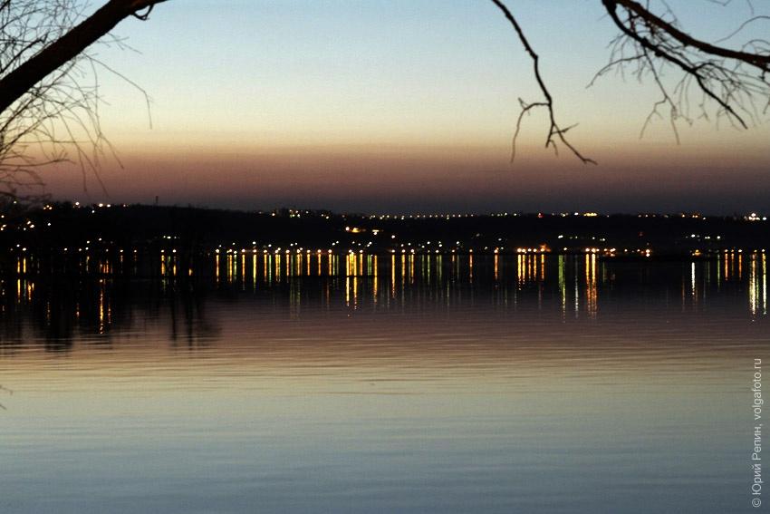 Ночь в городе и на набережной