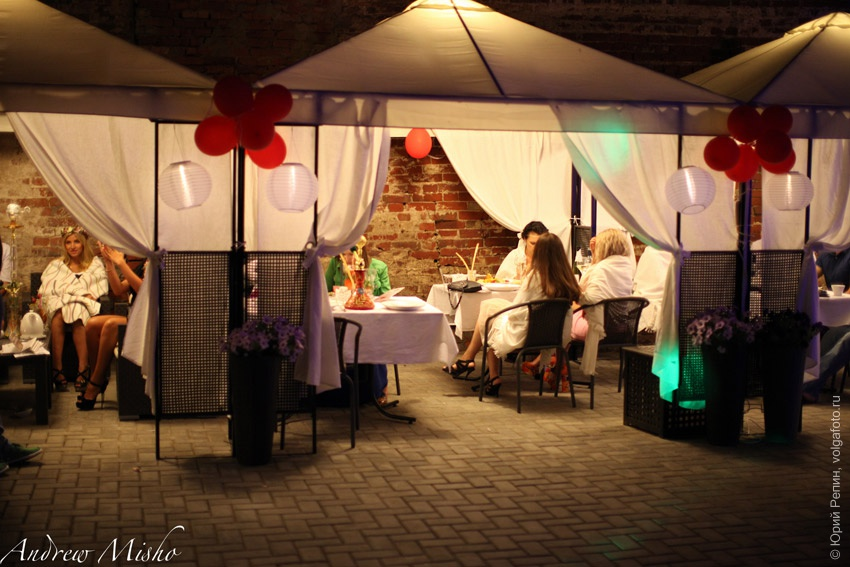 Клубничная вечеринка в ресторане Cosa Nostra