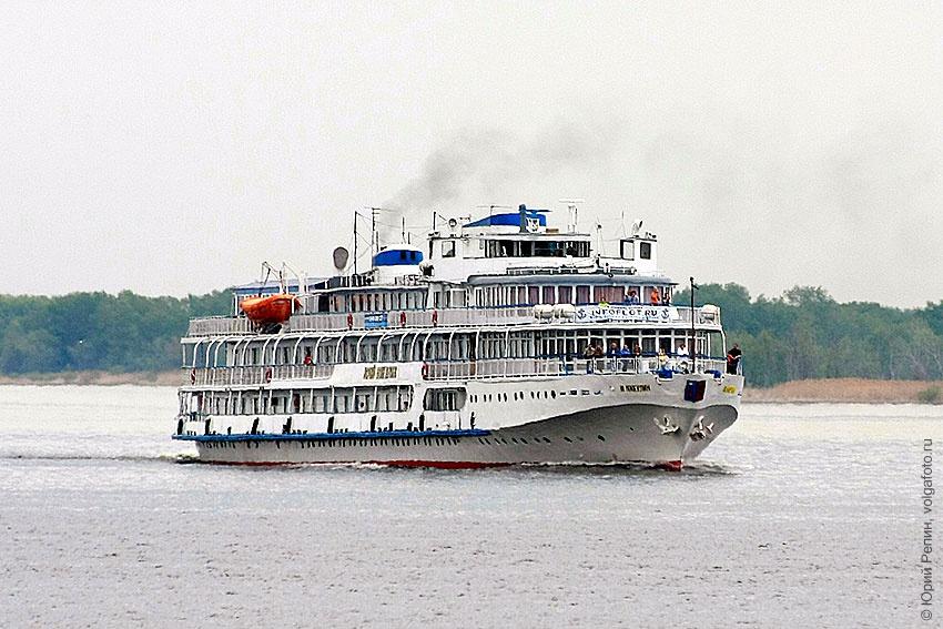 Пассажирские корабли на Волге