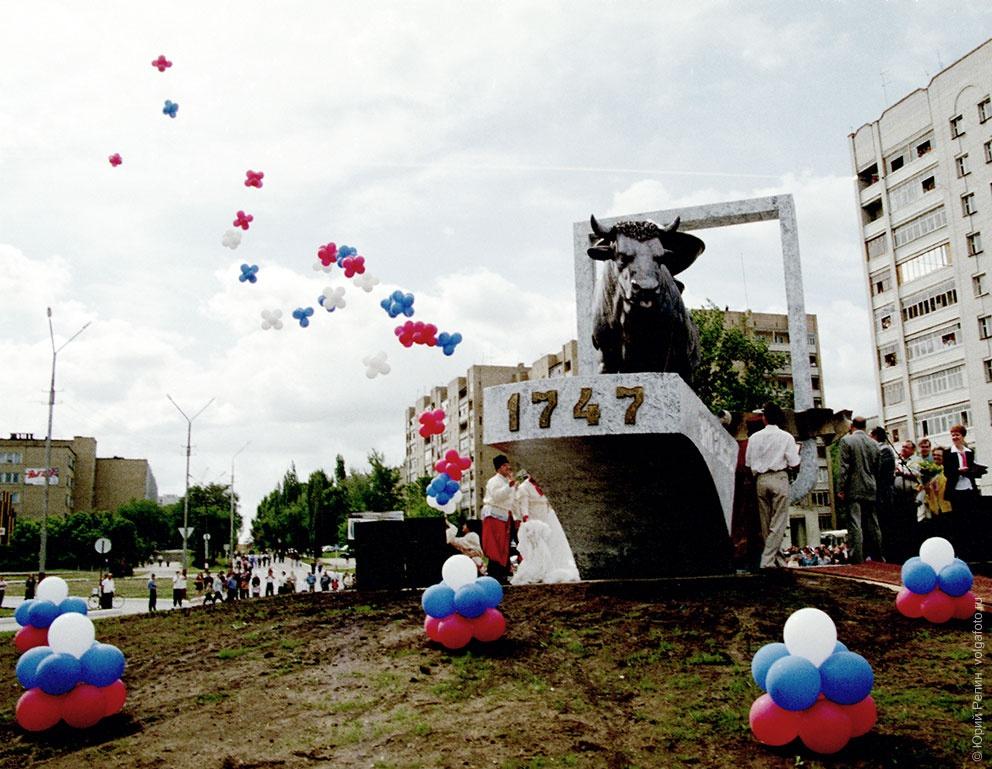 бык памятник фото